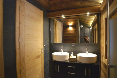salle de bains chalet winterfell avoriaz